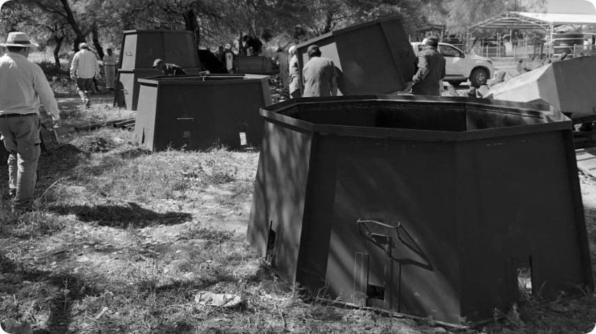 Fortín Lavalle: emprendedores qom ya cuentan con hornos metálicos móviles para aumentar producción de carbón