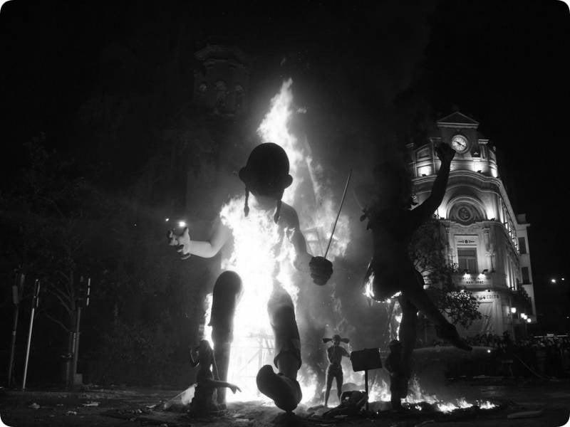 Unos 58 muñecos se quemarán el 31 de diciembre en La Plata para despedir el año