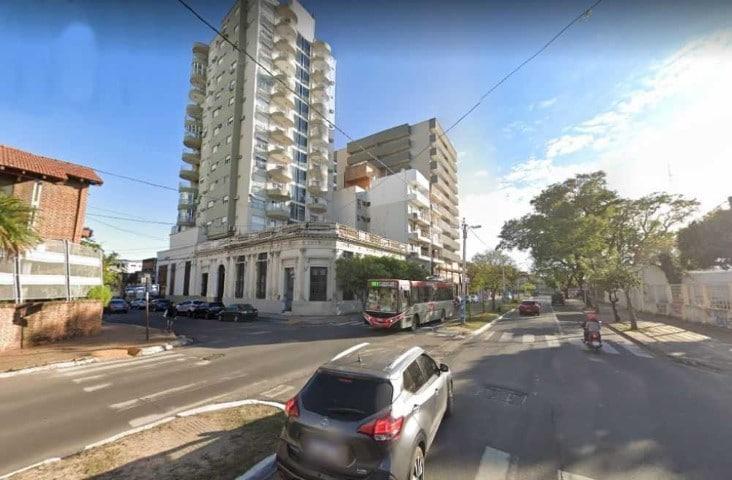 Aislaron a todos los vecinos de un edificio en Corrientes por un caso de coronavirus: es un empleado de correo que trabaja en Resistencia