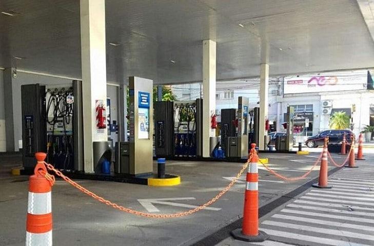 """Expendedores del Chaco precisaron que """"se carga combustible a todos los que se acercan a la estación porque se entiende que están habilitados"""""""
