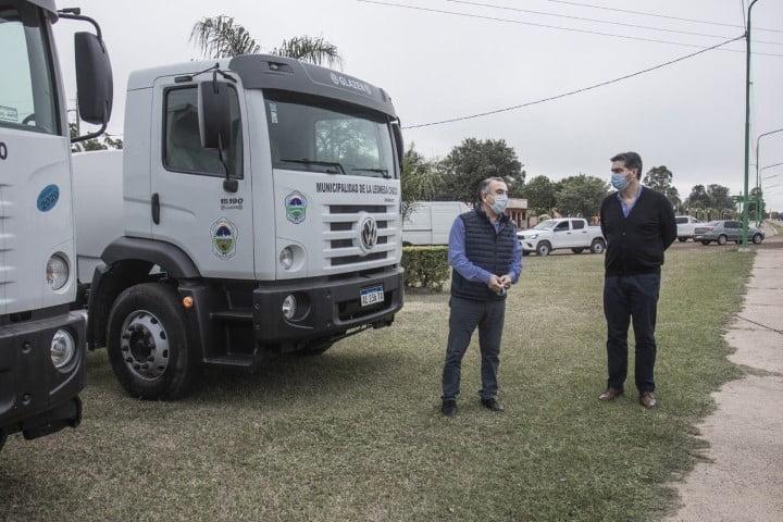 """Capitanich entregó vehículos en La Leonesa: """"Estamos avanzando en la reactivación post pandemia"""""""