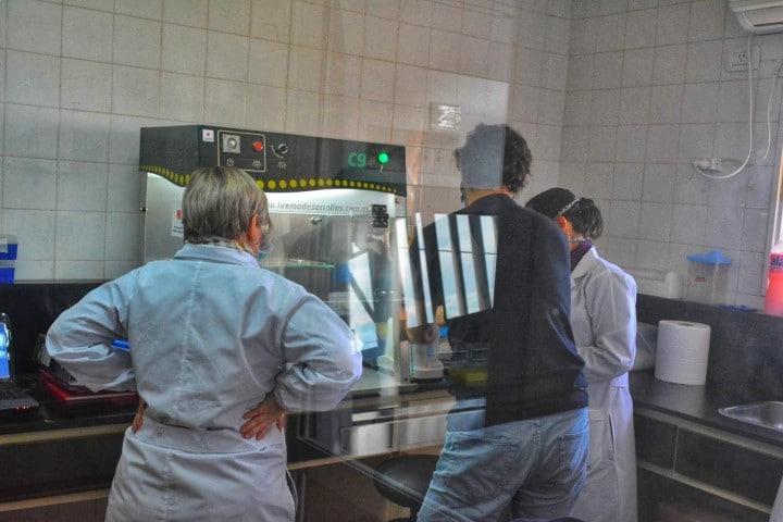 El Laboratorio Central tuvo su primera jornada de análisis de muestras de COVID-19