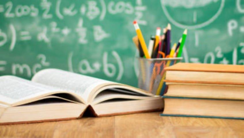 Educación transfiere fondos a escuelas públicas de gestión privada