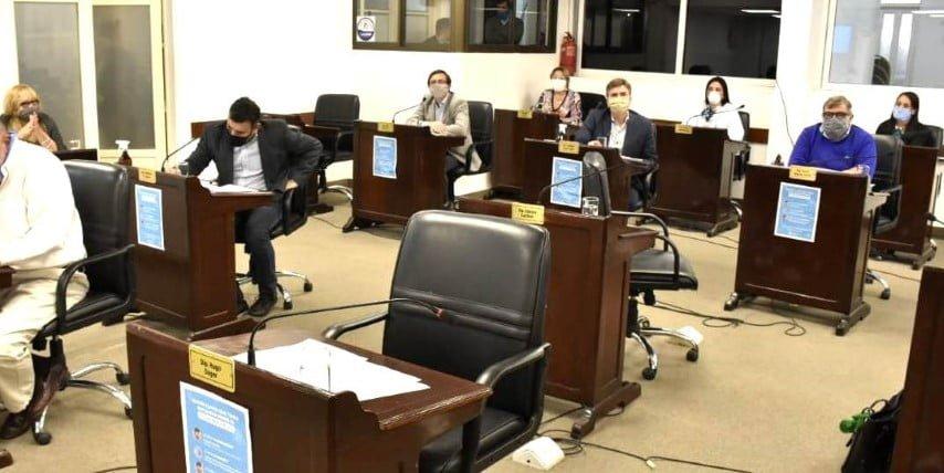 """Diputados de la UCR: """"¿En qué se gastaron los 72 mil millones que ingresaron a la caja provincial?"""""""