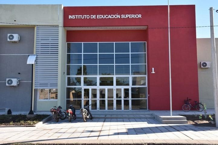 Educación convocó a institutos de Educación Superior para presentar proyectos de capacitación docente
