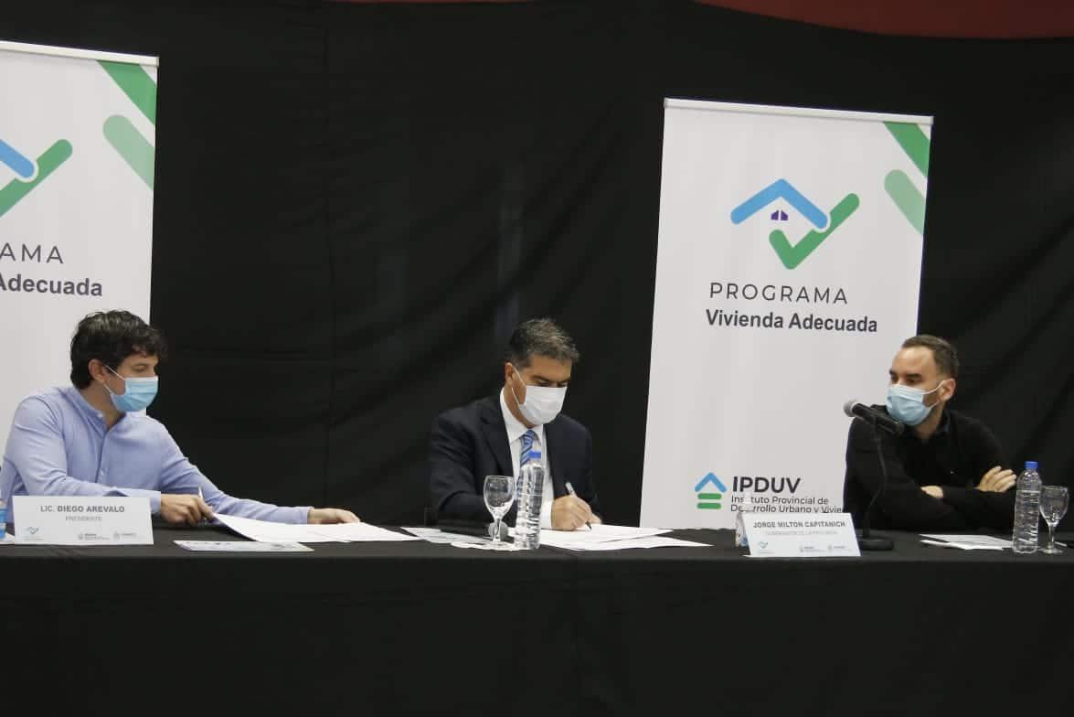 Capitanich presentó un nuevo programa de créditos para refaccionar viviendas y motorizar el comercio local