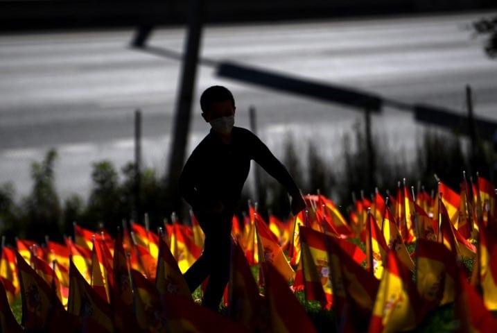 """Cientos de madrileños salieron a la calle contra el aislamiento: """"¡No es confinamiento, es segregación!"""", dijeron"""