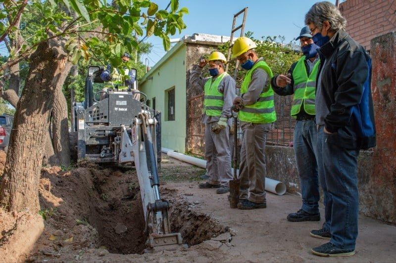 Avanza a buen ritmo la obra de extensión de redes cloacales en Villa Ghio