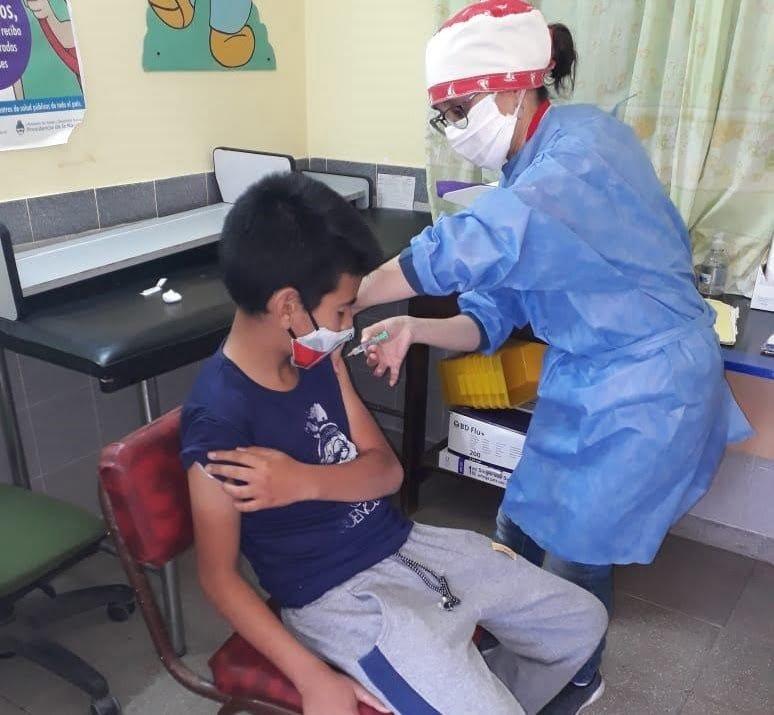 Salud: el programa de vacunación provincial Adolescencia Cuidada ya aplicó más de 10 mil dosis