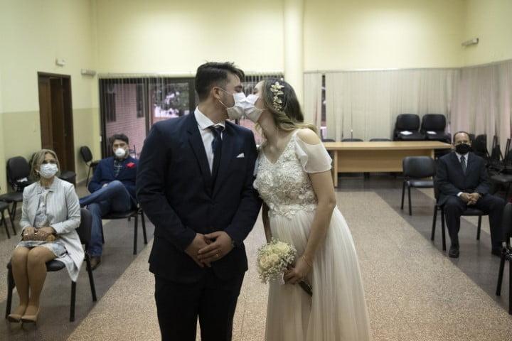 Vuelven los casamientos al Chaco, pero con barbijo