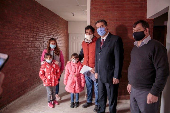 El gobierno entregó más viviendas del programa Techo Digno en Basail