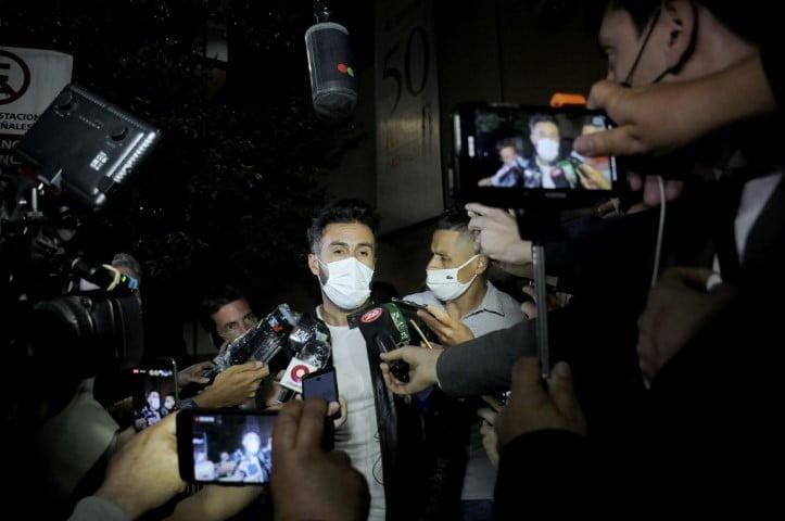 """Maradona fue internado con un """"bajón anímico"""" y anemia, según su médico"""