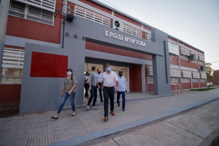 """Barrio toba: Capitanich inauguró la Escuela Bilingüe Indígena y la iglesia evangélica """"Amor y Paz"""""""