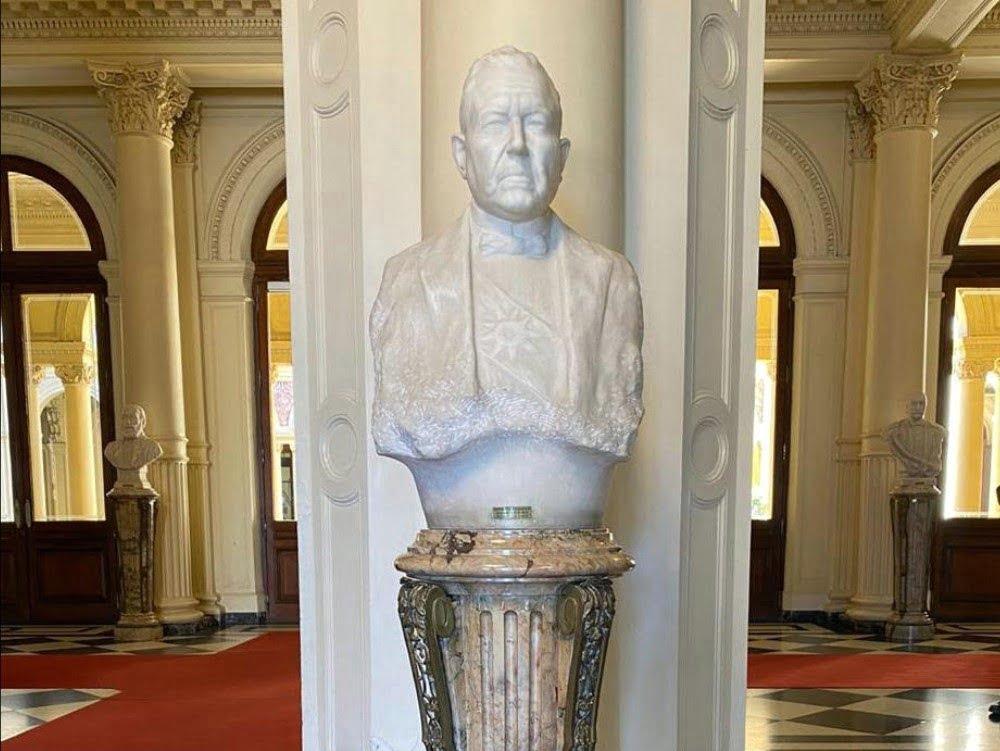 Repusieron el busto de Hipólito Yrigoyen en el Salón de los Bustos de la Casa Rosada