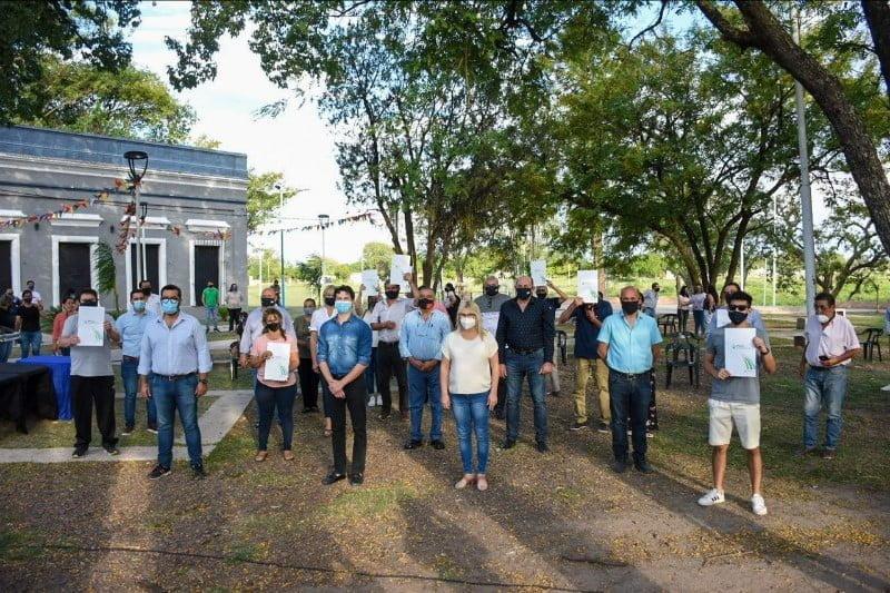 15 familias recibieron el título de propiedad de sus viviendas en Fontana