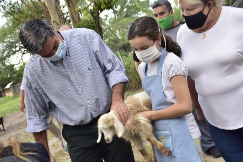 """El Gobernador firmó un convenio con la asociación civil """"somos iguales"""" para que niños participen de actividades en una granja educativa"""