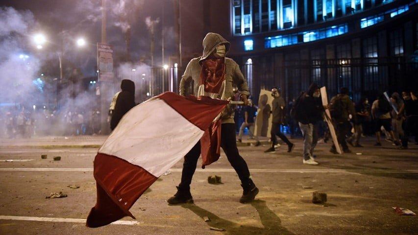 Jaqueado por el Congreso y las protestas a cinco días de asumir, Merino renunció a la presidencia de Perú