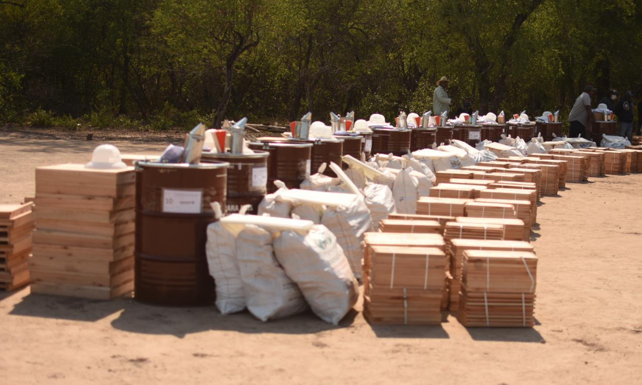 Comunidades originarias y criollas de El Impenetrable recibieron 460 colmenas para fortalecer la actividad apícola