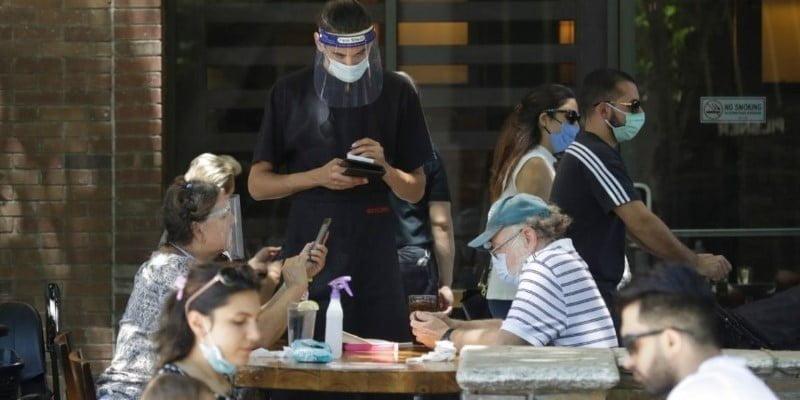 Desescalada: voluntarios ayudarán a controlar bares, restaurantes y gimnasios