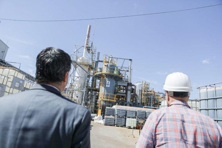 Capitanich proyecta nuevas inversiones junto a Meranol, empresa química que ya tiene una planta de sulfato líquido en Barranqueras