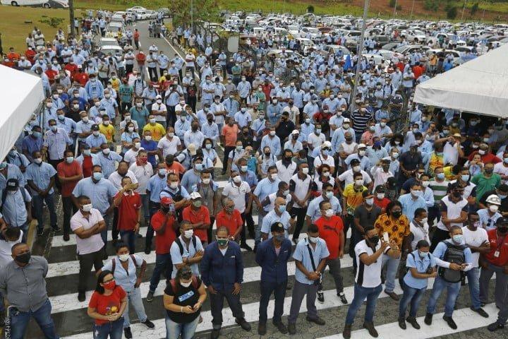 """Tras anuncio de Ford de cerrar tres plantas brasileñas, trabajadores protestan y empresarios piden bajar el """"costo Brasil"""""""