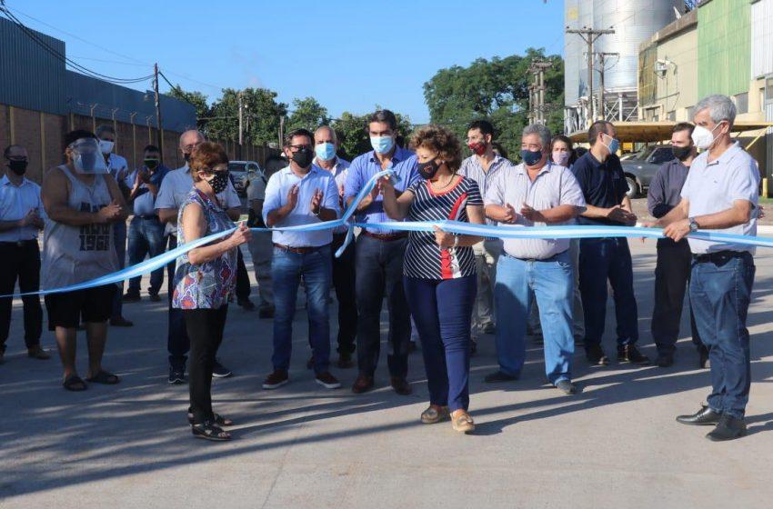 Capitanich volvió a mostrarse junto a Gustavo Martínez al inaugurar pavimento en el barrio Roger Balet