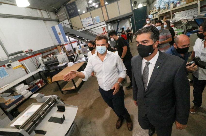 """""""Estamos al lado de los empresarios que invierten en la provincia y generan valor agregado"""", dijo Capitanich tras visitar la Imprenta Duk"""