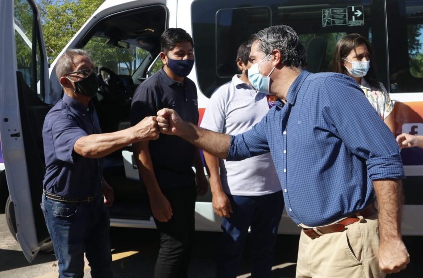 Capitanich entregó vehículos al municipio de Charata