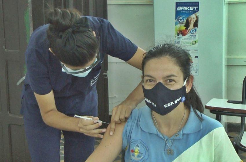 Este lunes continúa la vacunación contra el Covid-19 a directores de escuela