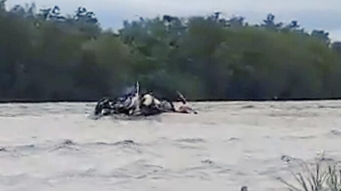 Un muerto en el río Bermejo y buscan a cinco personas tras destruirse una balsa precaria