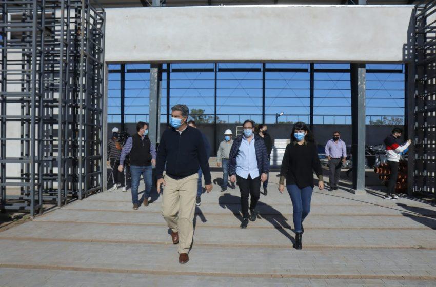En Castelli el gobierno provincial avanza con la construcción del microestadio y la pavimentación del casco histórico