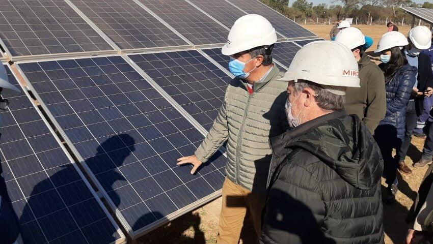 """Capitanich inauguró en Comandancia Frías una planta de energía solar para reducir la demanda de combustible de la central """"gasolera"""" existente"""