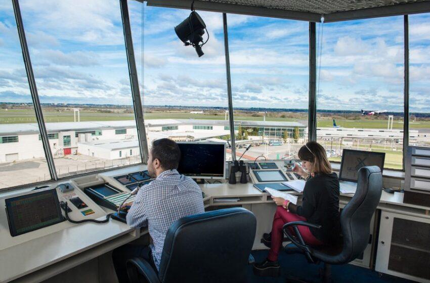 Controladores y técnicos de navegación aérea realizan un paro que afecta los vuelos