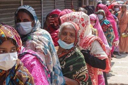 La variante Delta arrasa en Asia: récord de muertes en Bangladesh y más restricciones en Tailandia