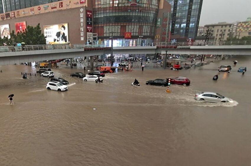 Al menos 12 muertos y más de 100.000 evacuados por torrenciales lluvias en el centro de China