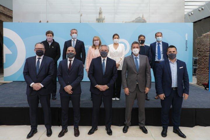 Junto a empresarios, el Presidente presentó el proyecto que incentiva la industria de hidrocarburos