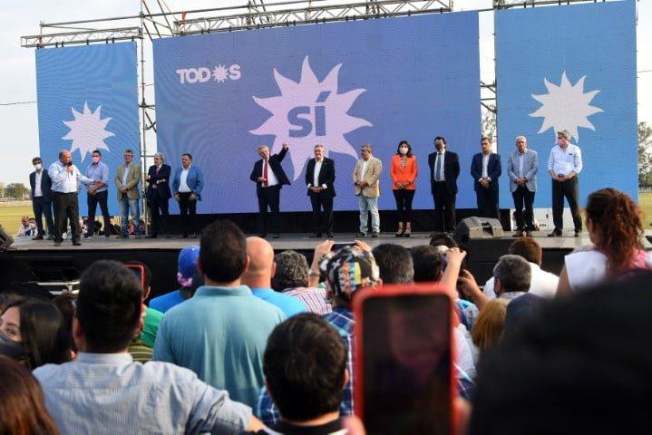 """Fernández llamó a la unidad y criticó que la oposición proponga los """"mismos remedios de siempre"""""""
