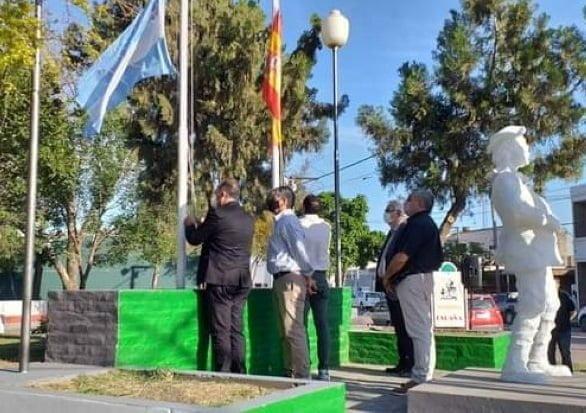 No entendió nada: el intendente de Las Breñas conmemoró el 12 de Octubre izando la bandera española